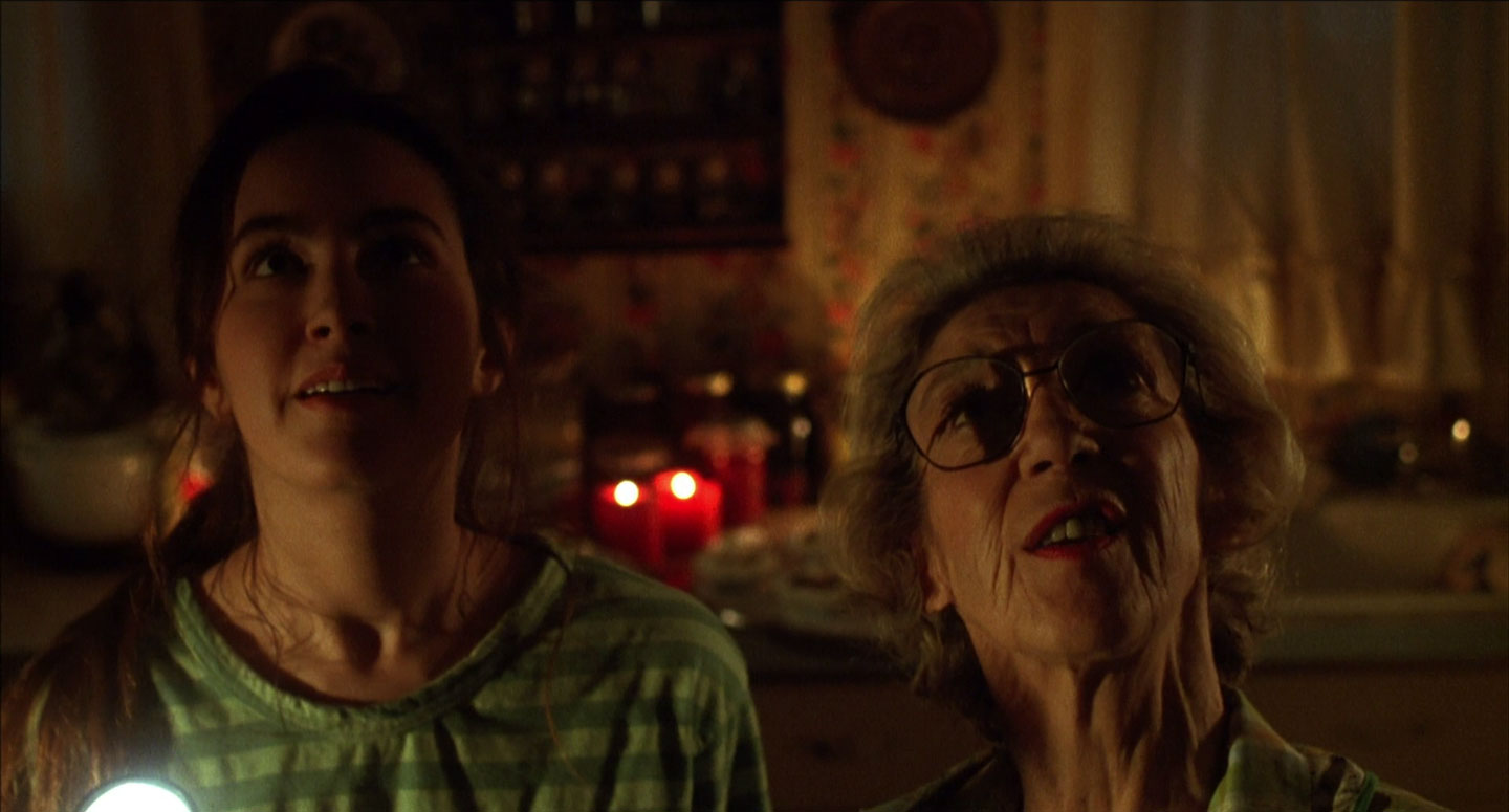 Aimee Brooks and Frances Bay in Critters 3